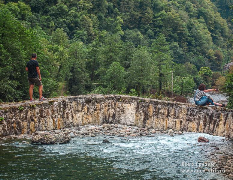 Мост открыт для пешеходов и туристов