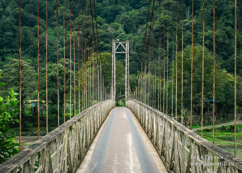 Мост к водопаду Мирвети