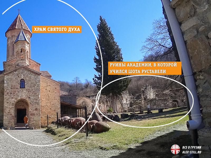 В храме находится могила основателя монастыря