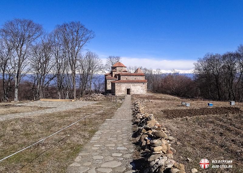 Все три храма монастыря небольшие