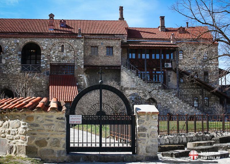 Пройти можно не ко всем монастырским постройкам