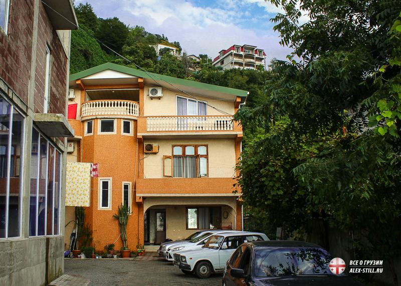 В Сарпи можно найти жилье с собстввенной парковкой