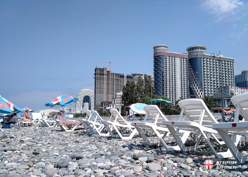 Все пляжи в Батуми имеют галечное покрытие