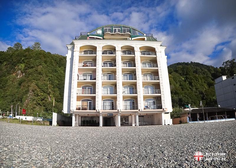 Отель на побережье в Квариати (Грузия)