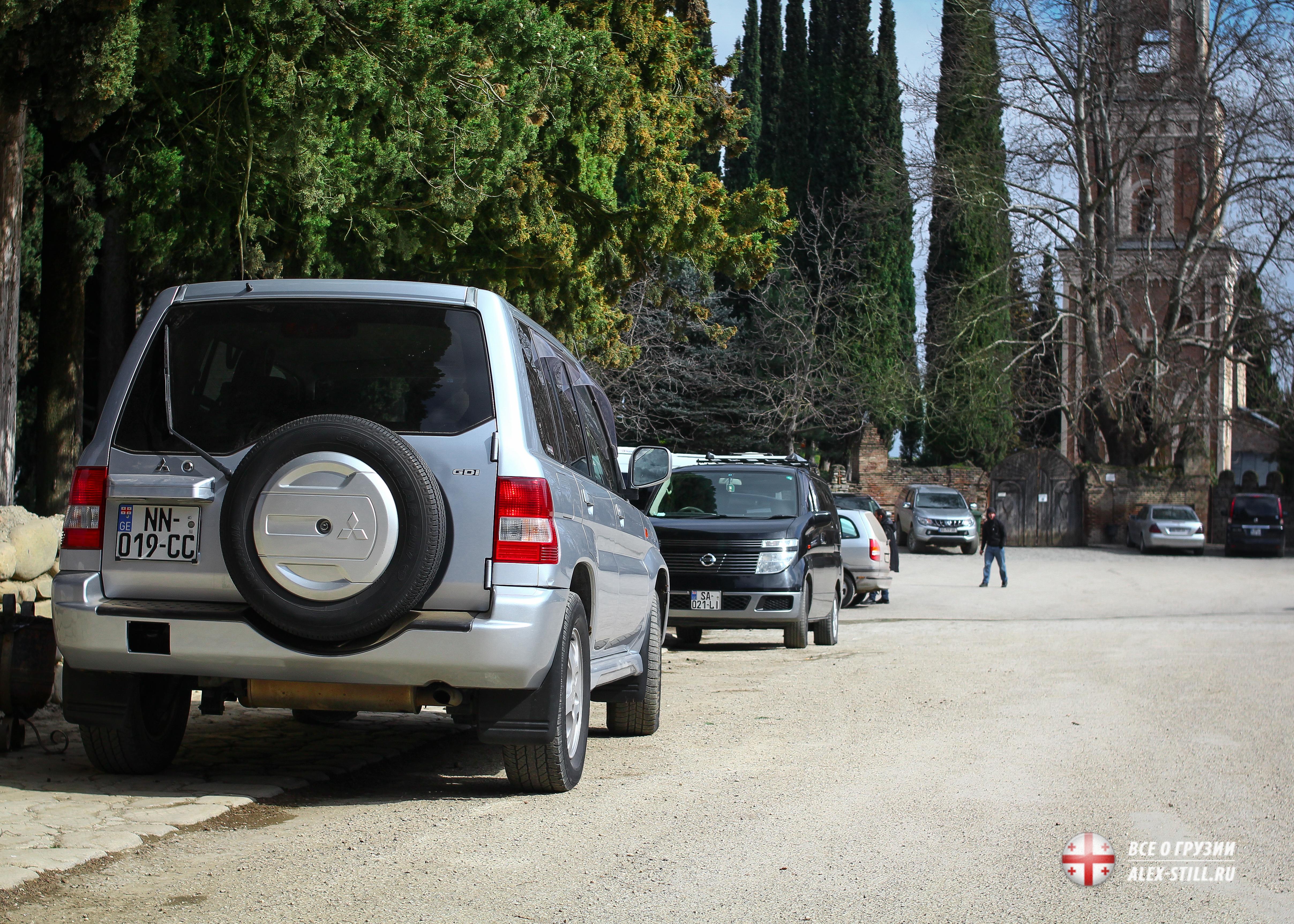Парковка в Тбилиси обычно входит в стоимость аренды