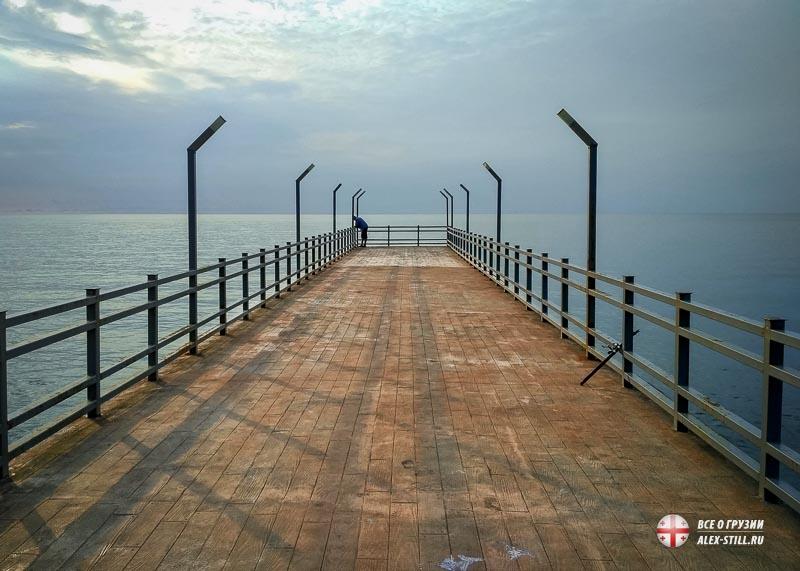 Мост на пляже Мцване-Концхи