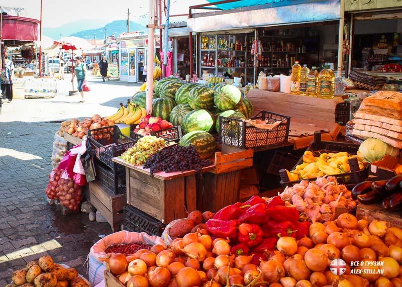 Торговля фруктами на рынке Парехи