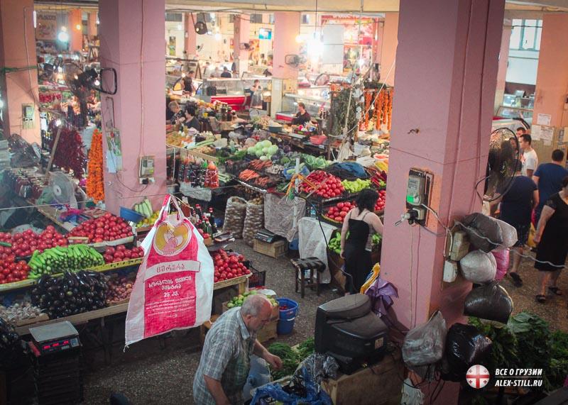 Первый этаж рынка Бони в Батуми